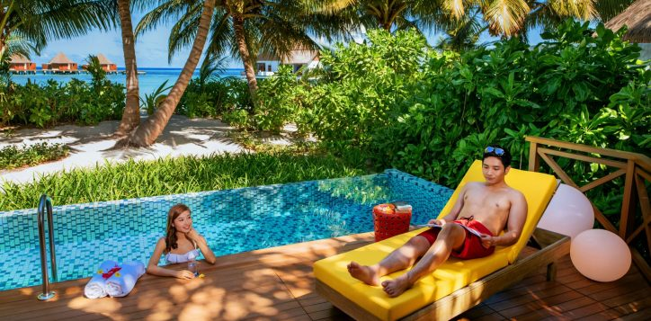 h9923_lifestyle_beachpoolvilla_1-2