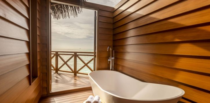 26_overwater-villa-bathroom-2